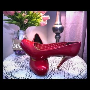 Steve Madden red size ten pumps